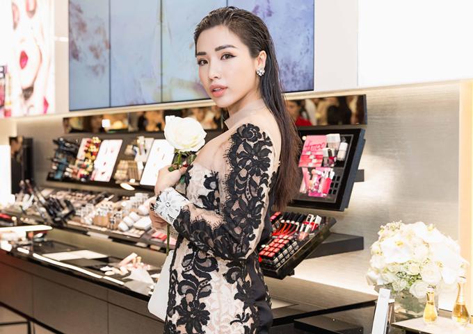 Khánh Phương hiện hoạt động với vai trò người mẫu.