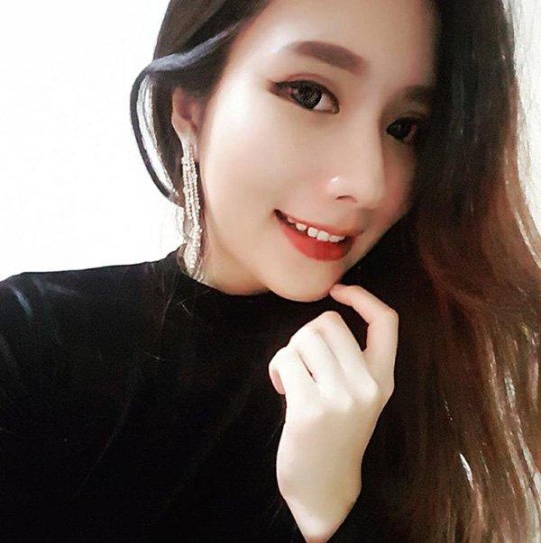 Karen Stella Wong sở hữu ngoại hình ưa nhìn, tính cách dễ mến. Ảnh: