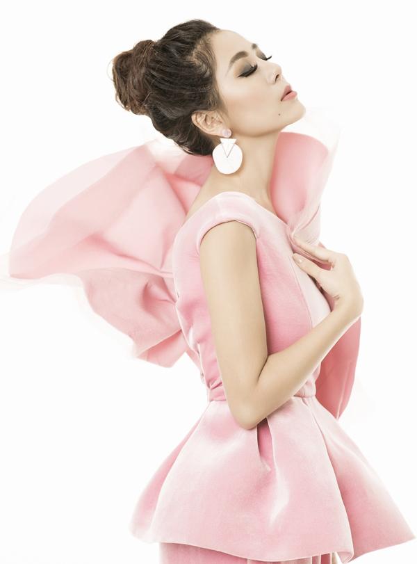 Nữ diễn viên sở hữu vóc dáng như người mẫu, gương mặt khả áinên được gắn với biệt danh Kiều nữ làng hài.
