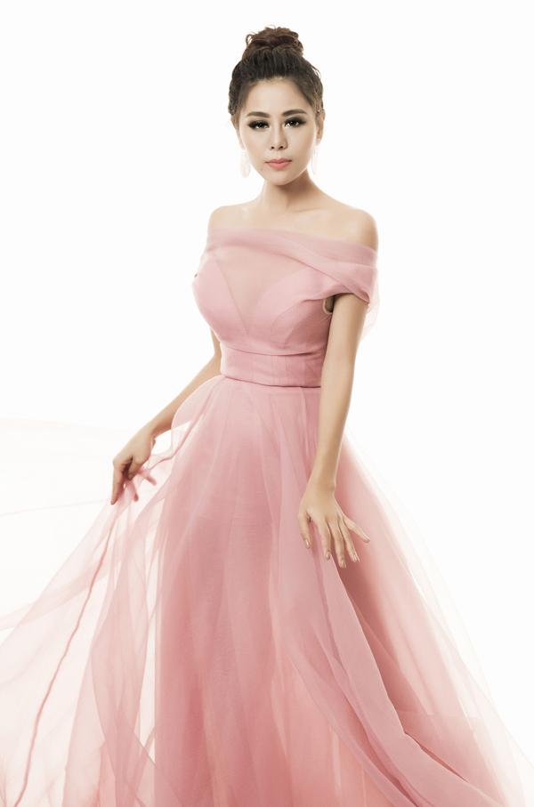 Nam Thư không ngại thay đổi nhiều phong cách khác nhau và nhờ khán giả tư vấn thêm về trang phụcđể có vẻ ngoài hoàn hảo.