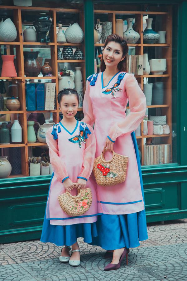 Cùng nhà thiết kế Phương Nguyễn và một số nghệ nhân khuyết tật, Ngọc Quyên thực hiện làm một bộ sưu tập áo dài để bán ở Mỹ trong dịp Tết Nguyên Đán sắp tới.