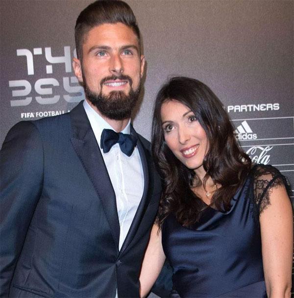 HLV Allardyce chê trách Giroud 'sợ vợ'