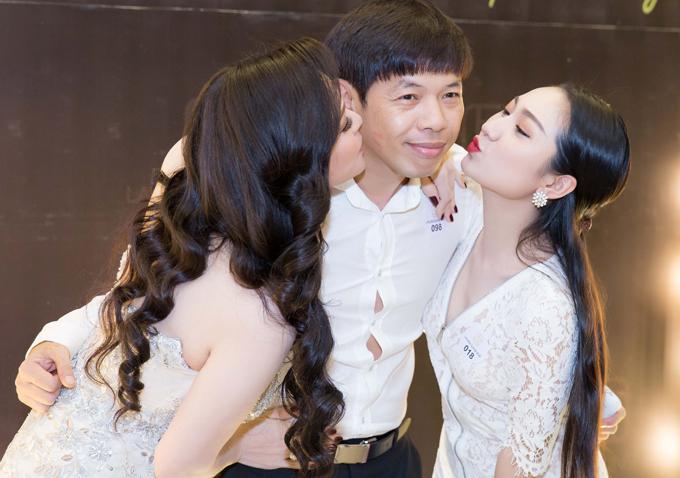Thái Hòa được Nhật Kim Anh và Cao Mỹ Kim hôn má cùng lúc.
