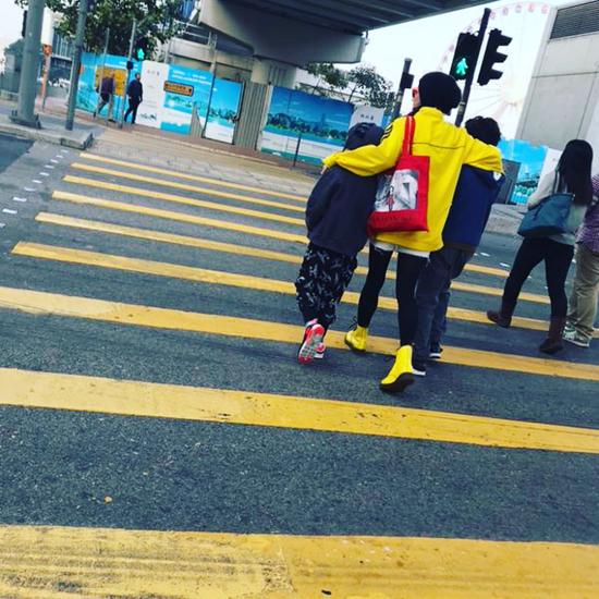 Trương Bá Chi hạnh phúc vì con trai biết chăm sóc mẹ