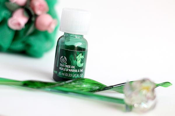 The Body Shop Tea Tree Oil Dầu tràm trà của The Body Shop là một trong những sản phẩm trị mụn bán chạy nhất trong năm qua. Chỉ cần chấm một giọt tinh dầu