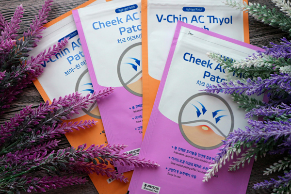 Wooshin Labottach Cheek AC Thyol Patch Miếng dán mụn của Wooshin dùng để trị liệu mụn cám, mụn đầu đen hoặc các loại mụn mủ lớn rất hiệu quả. Các thành phần kháng viêm đặc hiệu trong miếng dán mụn này giúp nhân mụn khô nhanh mà không lây lan sang các vùng da khác.
