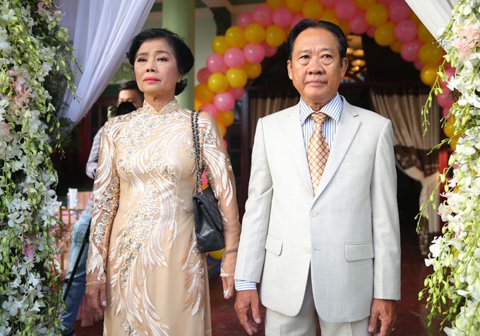 Bố mẹ Lâm Khánh Chi rất xúc động khi con gái tìm được bến đỗ bình yên.