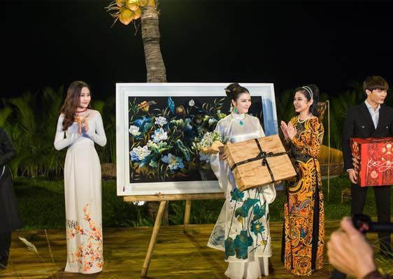 Hoa hậu Đại dương 2017 trong đêm thời trang từ thiện tại Hội An cùng Lý Nhã Kỳ.