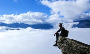 Y Tý những ngày cuối năm ngập tràn mây