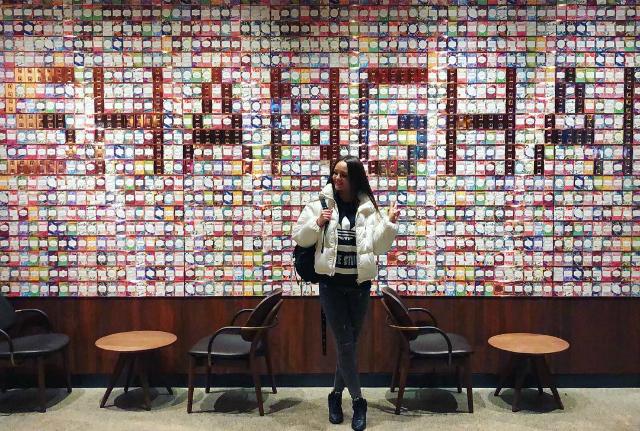 Bức tường siêu hot này đang được du khách check in nhiệt tình với dòng chữ Shanghai (Thượng Hải) được đặt bên trong cửa hàng.