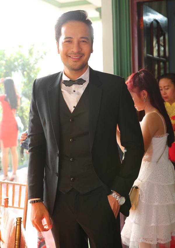 Diễn viên Đoàn Thanh Tài dự hôn lễ của Lâm Khánh Chi.
