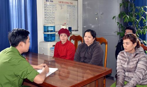 Bà Vân, Nhung và Trinh bị tạm giữ. Ảnh: C.A.