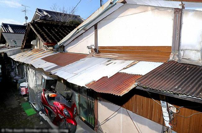 Ngôi nhà của cặp vợ chồng đã nhốt con gái suốt 15 năm ở Nhật.