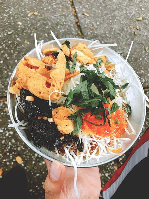 Lý Phương Châu bật mí hai quán ăn vặt ruột lề đường Sài Gòn