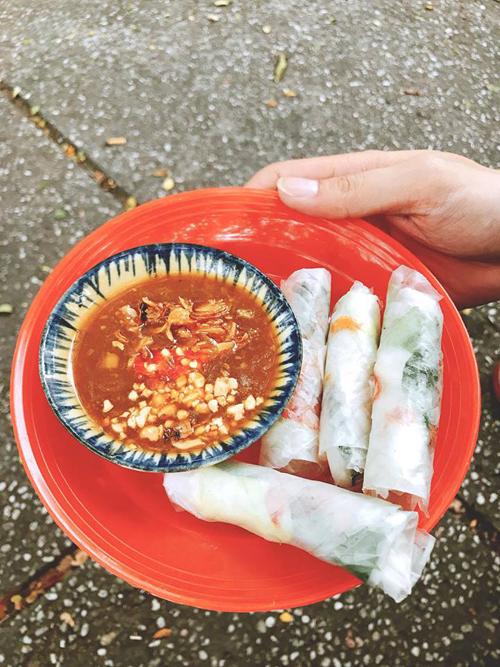 Lý Phương Châu bật mí hai quán ăn vặt ruột lề đường Sài Gòn - 1