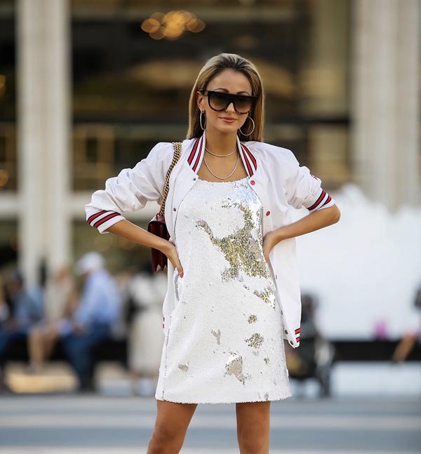 Sự hoà trộn những tông màu khác nhau cũng được khai thác để mang tới hoạ tiết độc đáo cho từng mẫu trang phục theo đúng trào lưu ăn mặc thịnh hành.
