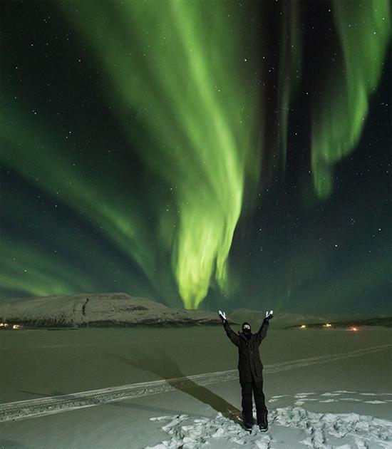 Con gái tới Na Uy để ngắm bắc cực quang cùng mẹ từ thiên đường.