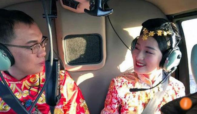 Chú rể thuê trực thăng đến đón cô dâu - 1