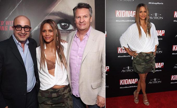 Nữ diễn viên Halle Berry bị xô lệch áo sơ mi trong lúc tạo dáng chụp ảnh với hai đồng nghiệp nam trên thảm đỏ lễ ra mắt phim Kipnap hồi tháng 7.