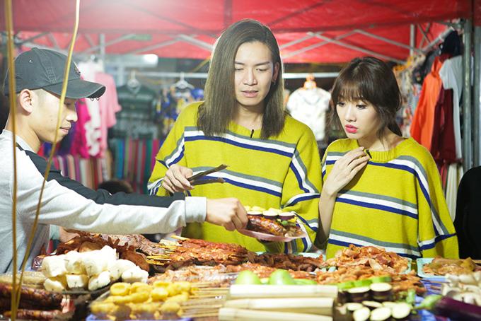 Vào buổi tối, BB và Hari được đi dạo chợ đêm và thưởng thức những món ăn vặt.