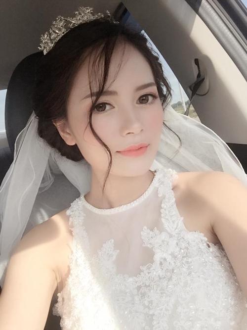 Kể từ khi kết hôn, Thiên Ly, 25 tuổi, vừa quán xuyến việc kinh doanh của cửa hàng thời trang và quán cafe, vừa lo chuyện cơm nước cho gia đình chồng gồm 5người.