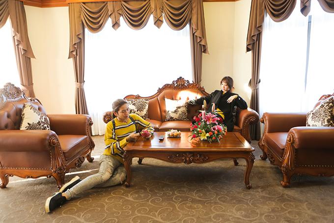 Hari và BB rất bất ngờ khi được ngủ ở phòng tổng thống, vốn chỉ dành cho các nguyên thủ quốc gia. Căn phòng rộng 200m2, rất sang trọng và đầy đủ tiện nghi. Hari cho biết, cô chưa bao giờ được ở trong một căn phòng như vậy.