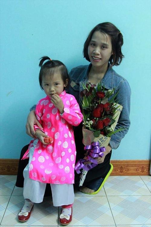 Chị Phạm Nga và con gái.