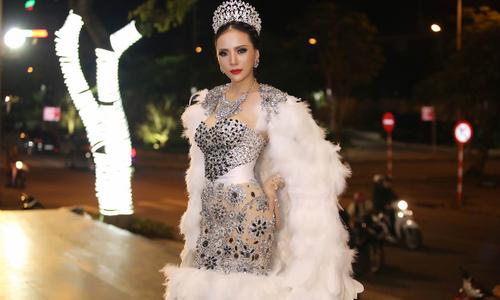 Á hậu Ngọc Quỳnh diện váy áo lộng lẫy khi làm giám khảo