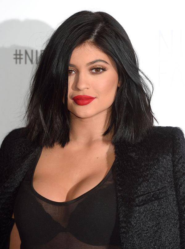 Hành trình lột xác từ cô út xấu xí đến người tạo trào lưu của Kylie Jenner - 6
