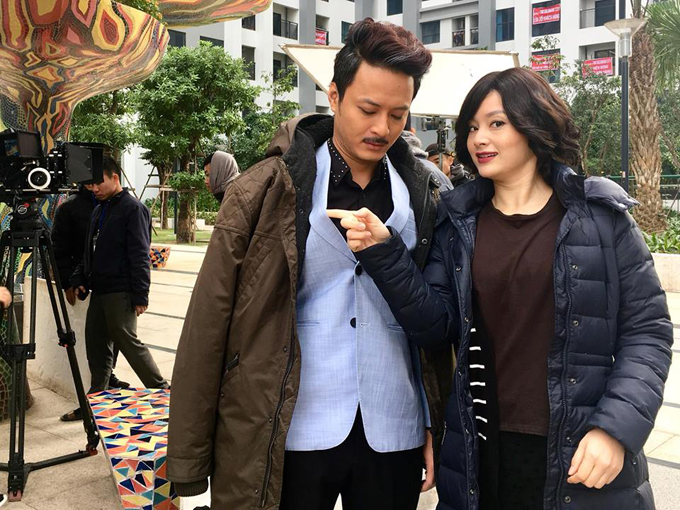 Là người dễ hòa đồng và hài hước, Lan Phương thường xuyên trêu chọc bạn diễn và cũng là tâm điểm để các diễn viên trong đoàn trêu chọc.