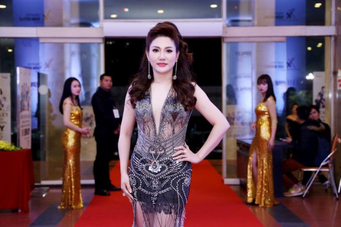 Hoa hậu Xuân Hương diện váy xuyên thấu dự đêm chung kết cuộc thi sắc đẹp