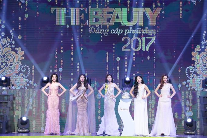 Hoa hậu Xuân Hương diện váy xuyên thấu dự đêm chung kết cuộc thi sắc đẹp - 9