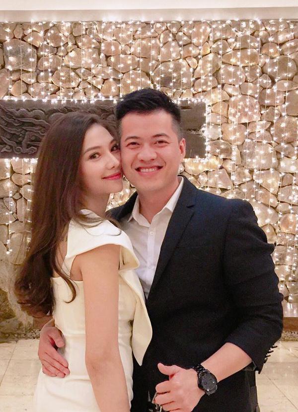 Mối quan hệ của Lee Balan và Huy DX từng gặp dư luận trái chiều khi nhiều người lên án khi cho rằng nữ diễn viên có con với ngườiđã có gia đình. Hiện tại, nữ diễn viên đã thoải mái chia sẻ khoảnh khắc hạnh phúc bên gia đình nhỏ trên trang cá nhân.