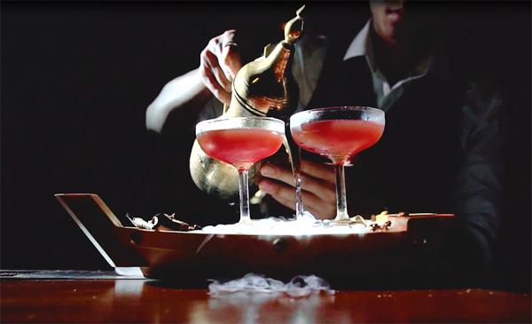 Cocktail Ông già và biển cả bạn rất nên thử khi tới đây.