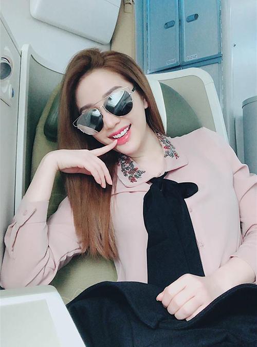 Bảo Thy bay về Sài Gòn với tinh thần phơi phới.
