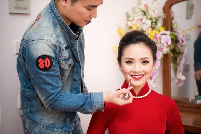 Hôm qua (28/12), Tố Như tổ chức lễ ăn hỏi ở quê nhà Thái Nguyên. Mặc dù mới 21 tuổi và chưa tốt nghiệp Đại học nhưng cô đã quyết định sớm xây dựng tổ ấm vì muốn có một cuộc sống ổn định. Tố Như từng là gương mặt được khán giả yêu mến tại Hoa hậu Việt Nam 2016 nhưng cô chỉ dừng lại thành tích top 10 và giải phụ Gương mặt khả ái. Sau cuộc thi, cô không lấn sân vào showbiz mà theo đuổi ước mơ trở thành nữ doanh nhân.