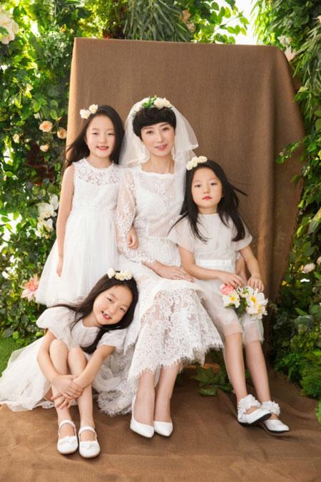 Li và các con trong bức ảnh chụp mới đây.
