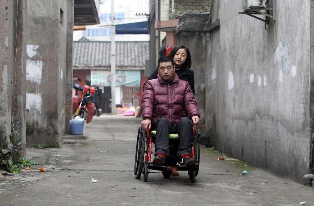 Trong một lần trả lời phỏng vấn, Yang Nan nói rằng: Tôi không biết phải làm gì. Tôi không biết anh ấy có thể được chữa khỏi không nhưng hiện tại, chúng tôi không có tiền để điều trị y tế. Chúng tôi thậm chí còn không có đủ tiền cho những nhu cầu hàng ngày. Chúng tôi cần một phép màu.