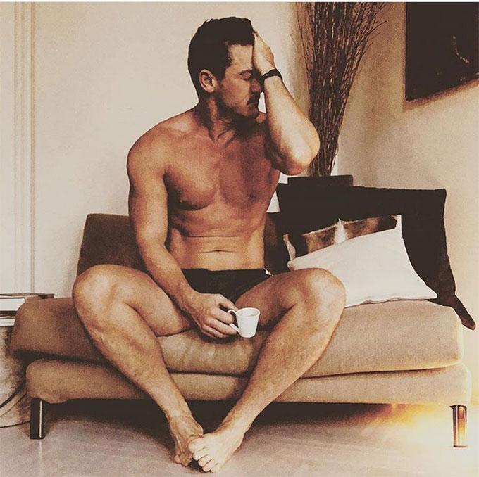 Nam diễn viên Beauty and the Beast Luke Evans khoe hình thể trên Instagram.