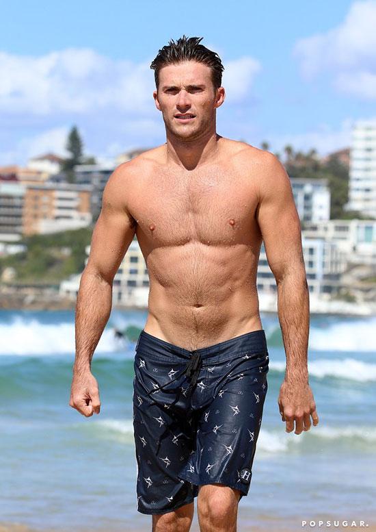 Nam diễn viên Fast and Furious 8 Scott Eastwood từng được tạp chí People bình chọn trong 10 sao nam sexy nhất Hollywood. Anh là con trai của tài tử lừng danh Clint Eastwood.