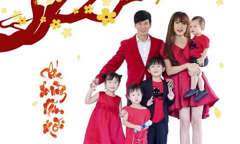 Gia đình Lý Hải chụp ảnh Tết cùng dàn diễn viên 'Lật mặt 3'
