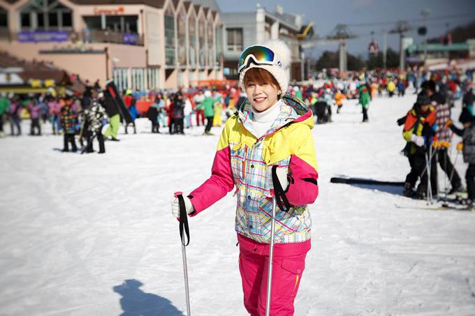An Nguy hào hứng tham gia chơi trượt tuyết trong lần đầu đến Seoul (Hàn Quốc).