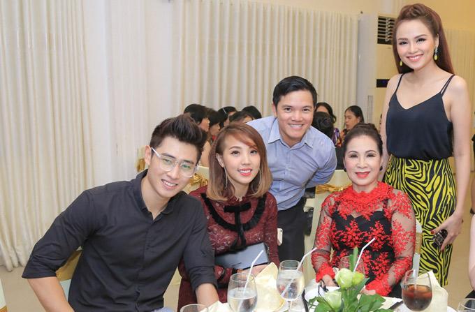 Sự kiện còn có nghệ sĩ Kim Xuân, Á vương Hòa bình Quốc tế Tiến Đạt tham dự.
