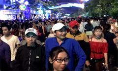 Người Sài Gòn đổ về phố đi bộ đón 2018