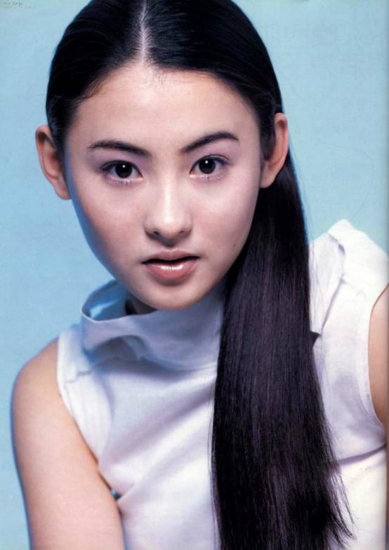 Người đẹp Trương Bá Chi năm 18 tuổi đã rất nổi tiếng vì nhan sắc hơn người.