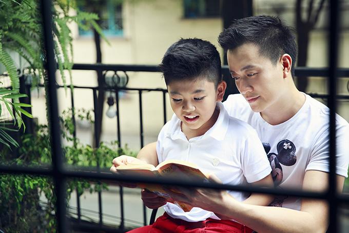 Lương Mạnh Hải đưa con trai xuống phố đón năm mới - 8