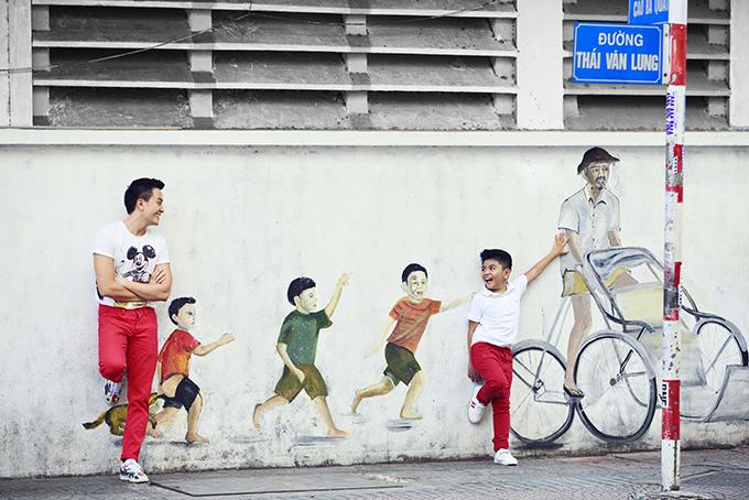 Lương Mạnh Hải đưa con trai xuống phố đón năm mới - 3