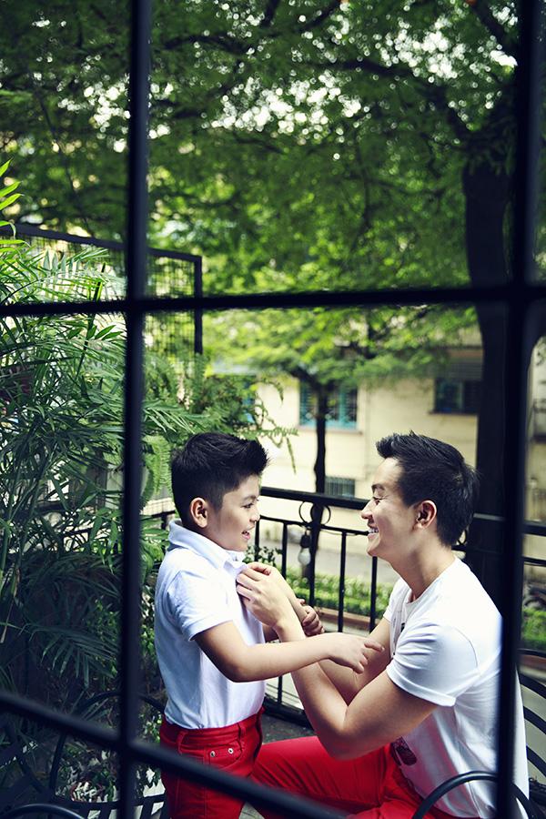 Lương Mạnh Hải đưa con trai xuống phố đón năm mới - 7