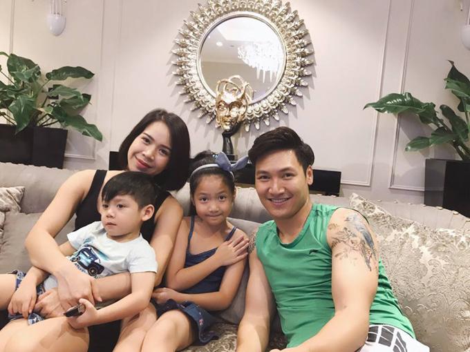 Gia đình nhỏ của diễn viên Mạnh Trường.