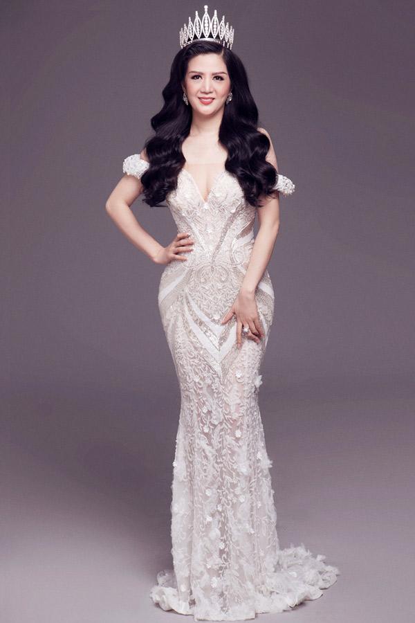 Hiện nữ ca sĩ vừa kinh doanh, ca hát vừa tranh thủ tham gia các hoạt động từ thiện. Năm 2018 Đinh Hiền Anh dự định phát hành CD, MV và làm minishow.
